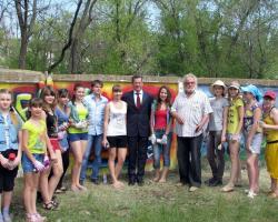 Губернатор Астраханской области А.А. Жилкин с юными знаменскими художниками